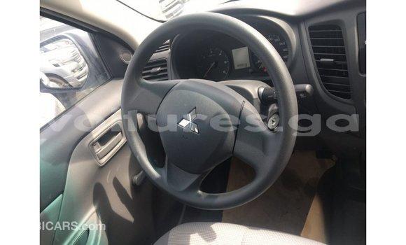 Acheter Importé Voiture Mitsubishi L200 Blanc à Import - Dubai, Estuaire