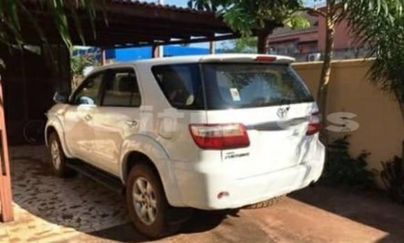 Acheter Occasion Voiture Toyota Fortuner Blanc à Libreville, Estuaire