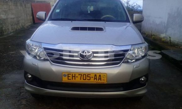 Acheter Occasion Voiture Toyota Fortuner Gris à Libreville au Estuaire