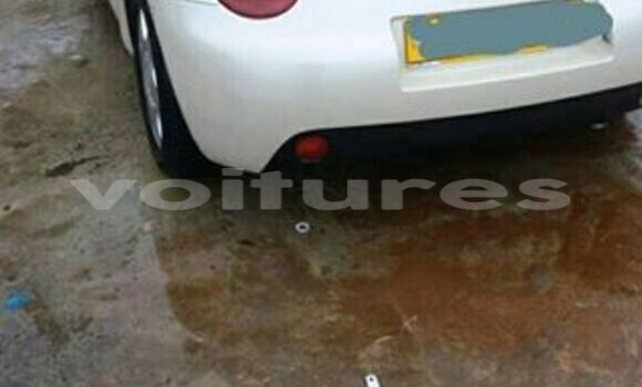 Sayi Na hannu Volkswagen Beetle White Mota in Libreville a estuary
