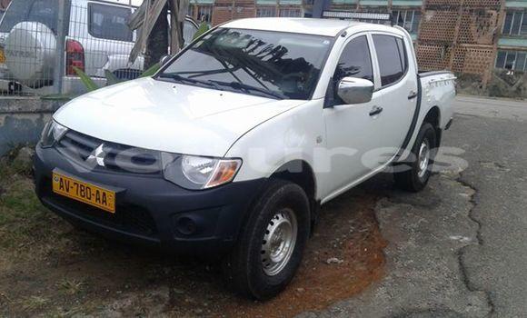 Acheter Occasion Voiture Mitsubishi L200 Blanc à Libreville au Estuaire