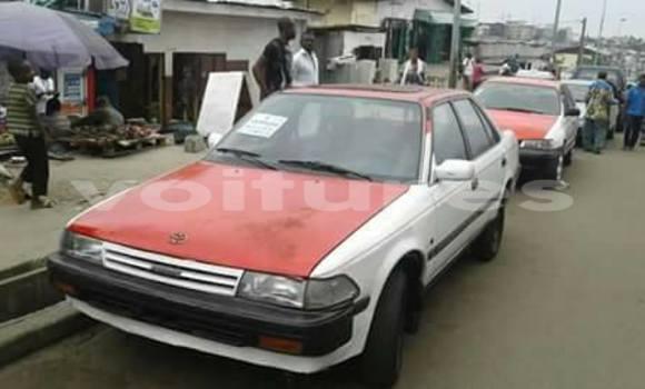 Acheter Occasion Voiture Toyota Carina Blanc à Libreville au Estuaire