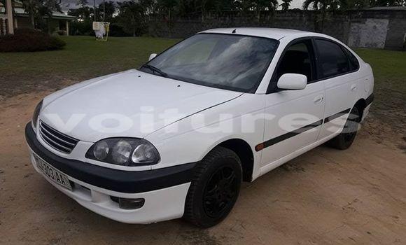 Acheter Occasion Voiture Toyota Avensis Blanc à Libreville au Estuaire