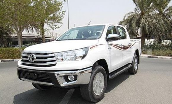 Medium with watermark toyota hilux estuaire import dubai 4918