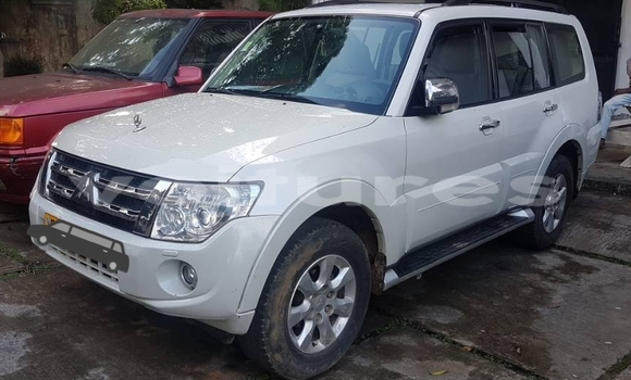 Acheter Occasion Voiture Mitsubishi Pajero Blanc à Libreville au Estuaire