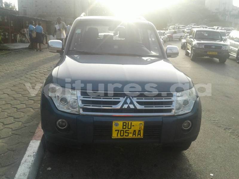 Big with watermark pajero noir