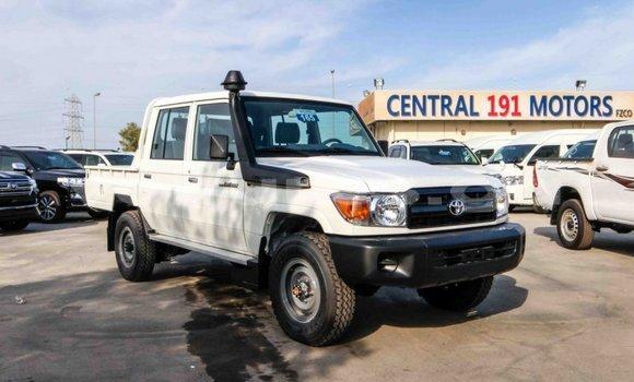 Acheter Neuf Voiture Toyota Land Cruiser Blanc à Libreville au Estuaire
