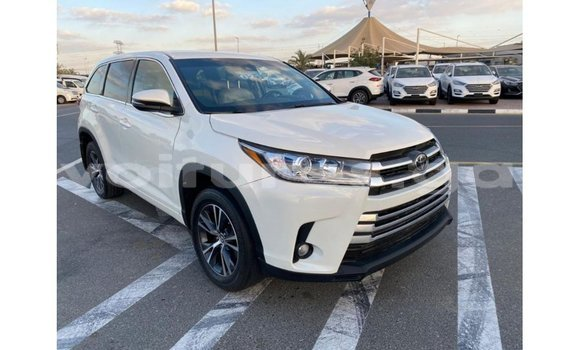 Medium with watermark toyota highlander estuaire import dubai 6105