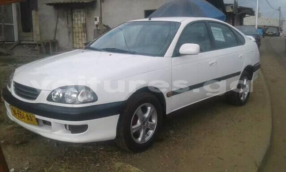 Acheter Occasion Voiture Toyota Avensis Blanc à Libreville, Estuaire