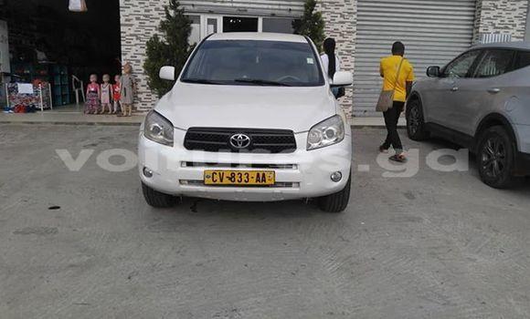 Acheter Occasion Voiture Toyota RAV4 Blanc à Port–Gentil, Ogooué-Maritime