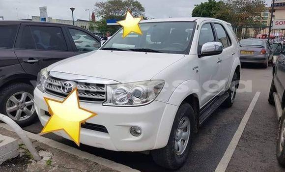 Acheter Occasion Voiture Toyota Fortuner Blanc à Port–Gentil, Ogooué-Maritime