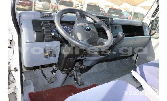 Acheter Importé Voiture Mitsubishi Carisma Blanc à Import - Dubai, Estuaire