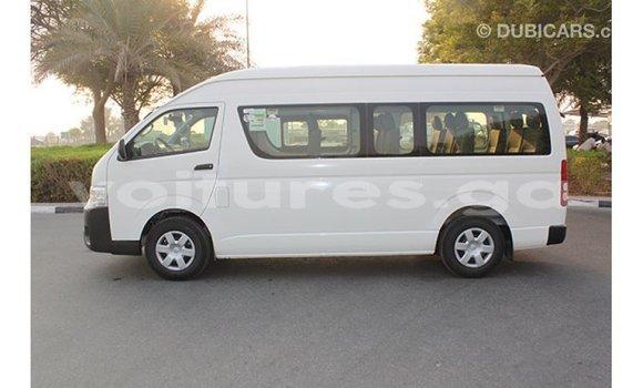 Acheter Importé Voiture Toyota Hiace Blanc à Import - Dubai, Estuaire