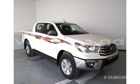 Acheter Importé Voiture Toyota Hilux Blanc à Import - Dubai, Estuaire