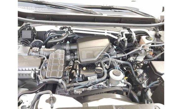 Acheter Importé Voiture Toyota Prado Blanc à Import - Dubai, Estuaire