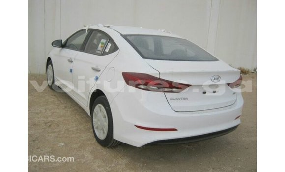 Acheter Importé Voiture Hyundai Elantra Blanc à Import - Dubai, Estuaire